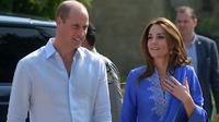 Kate Middleton dan Pangeran William saat tur kerajaan ke Pakistan. (Aamir QURESHI / AFP)