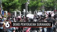 Aksi tolak penyekatan Suramadu di Balai Kota Surabaya, diwarnai ketegangan. Ratusan massa aksi sempat adu mulut dengan anggota polisi. Massa menuntut penyekatan di Suramadu dibubarkan dan pemerintah menggelar tracing dan testing secara mikro di lokas...