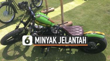 Dua remaja asal Australia yang berhasil membuat membuat bahan bakar biofuel untuk bus sekolah di Bali. Tak hanya itu, mereka yang bersekolah di The Green School Bali itu juga membuat sepeda motor berbahan bakar minyak goreng bekas (jelantah).