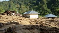 Korban banjir dan longsor di Kabupaten Solok Selatan, Sumatera Barat (Sumbar) yang berada di tempat pengungsian maupun bertahan di rumah masing-masing mulai terserang berbagai penyakit. (Liputan6.com/Novia Harlina)