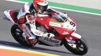 Andi Gilang saat mengaspal di Sirkuit Portimao pada rangkaian Moto3 Portugal. (Istimewa)