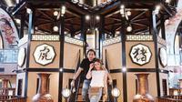 Ayu Dewi membuka sebuah restauran baru bersama suaminya