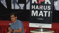 """Pengamat politik Rocky Gerung menjadi pembicara dalam diskusi di Gedung KPK, Jakarta, Selasa (23/7/2019). Diskusi tersebut mengangkat tema """" Upaya Mempertahankan Independensi KPK"""". (merdeka.com/Dwi Narwoko)"""
