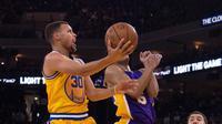 Golden State Warriors mengukir sejarah baru sebagai tim dengan start terbaik sepanjang sejarah NBA setelah menang telak 111-77 atas Lakers.