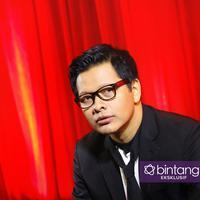 Armand Maulana punya cara jitu agar seimbang bersolo karier dan nge-band. (Foto: Daniel Kampua/Bintang.com Digital Imaging: Muhammad Iqbal Nurfajri/Bintang.com)