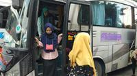 Pemudik tiba di Kampung Rambutan, Jakarta Timur. (Liputan6.com/Ady Anugrahadi)
