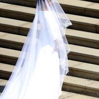 Penampilan Meghan Markle saat akan melangsungkan upacara pernikahan dengan Pangeran Harry di St George's Chapel, Kastil Windsor, Windsor, Inggris, Sabtu (19/5). (Andrew Matthews/POOL/AFP)