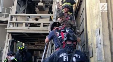 Seorang pekerja sebuah perusahaan pipa di Union City jatuh ke mesin pengaduk semen. Petugas pemadam kebakaran berhasil menyelamatkan pekerja tersebut.