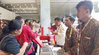Ribuan personel awak media, meliput dan melaporkan peristiwa pelantikan Presiden Joko Wdodo dan Wakil Presiden KH. Ma'ruf Amin, di Gedung Nusantara, komplek Parlemen Jakarta, Minggu (20/10).