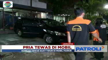 Diduga keracunan gas monoksida, seorang pria ditemukan tewas di dalam mobilnya yang sedang terparkir di kawasan Gambir, Jakarta Pusat.