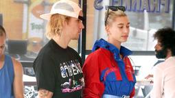 Kendati demikian, dilansir dari HollywoodLife, Hailey kini tak lagi bermasalah dengan kumis Justin. (Mega - USWeekly)
