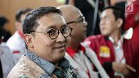 Senyum Wakil Ketua DPR Fadli Zon saat menghadiri sidang kedua musisi Ahmad Dhani di PN Jakarta Selatan, Senin (23/4). Ahmad Dhani menjalani sidang kasus ujaran kebencian. (Liputan6.com/Faizal Fanani)