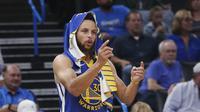 Bintang Golden State Warriors Steph Curry tidak bisa membantu tim menghindari kekalahan dari Oklahoma City Thunder di Chesapeake Energy Arena, Minggu (27/10/2019) atau Senin dini hari WIB. (AP Photo/Sue Ogrocki)