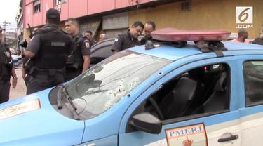 Baku tembak terjadi di jalan utama Rio de Janeiro menyebabkan 2 polisi terluka.