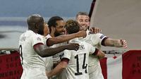Para pemain Timnas Belgia merayakan kemenangan atas Denmark 2-0 pada laga Grup 2 A UEFA Nations League di Stadion Parken, Kopenhagen, Denmark, Minggu (6/9/2020) dini hari WIB. (Liselotte Sabroe / Ritzau Scanpix via AP)