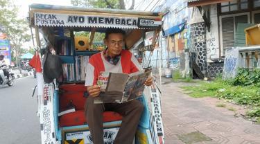 Kisah Kakek Pahlawan Literasi, Sulap Becaknya Jadi Perpustakaan Keliling