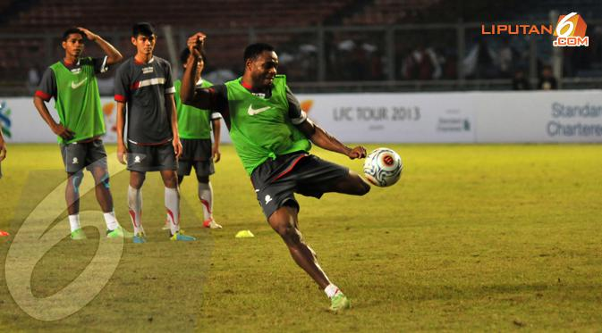 Victor Igbonefo resmi gabung Persib (Liputan6.com/Helmi Fithriansyah)