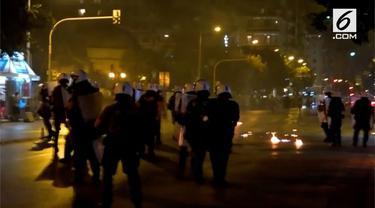 Peringatan mendiang aktivis Yunani, Pavlos Fyssas, di Athena, diwarnai bom molotov.