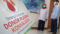 Plasma konvalesen adalah plasma darah yang diambil dari pasien Covid-19 yang telah sembuh, dan kemudian diproses agar dapat diberikan kepada pasien yang sedang dalam masa pemulihan setelah terinfeksi. (Liputan6.com/Pool)