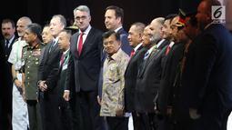 Wakil Presiden Jusuf Kalla didampingi Menteri Pertahanan Ryamizard Ryacudu saat menghadiri pembukaan pameran Indo Defence 2018 di JiExpo and Forum, di Kemayoran, Jakarta Rabu (7/11). (Merdeka.com/Imam Buhori)