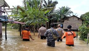 Banjir melanda Kabupaten Tanah Laut dan Kabupaten Tanah Bumbu, Kalimantan Selatan, akibat intensitas hujan yang tinggi. (Liputan6.com/ Ist)