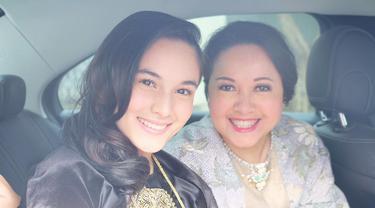 Chelsea Islan lahir dari pasangan Samantha Barbara dan Indra Budianto. Chelsea kerap mengunggah kebersamaannya bersama sang ibunda di akun media sosialnya. Pun sang ibu tak mau kalah, Samantha juga kerap membagikan momen kekompakannya bersama sang putri. (Liputan6.com/IG/chelseaislan)