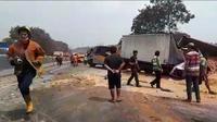 Kecelakaan maut terjadi di Tol Cipularang. Kecelakaan ini melibatkan 15 kendaraan. (Liputan6.com/Abramena)