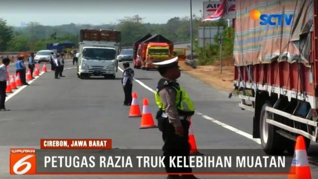 Dari razia yang dilakukan hingga saat ini lebih dari 40 truk telah dilakukan pemeriksaan dan 75 persen diantaranya melanggar beban dan kelayakan.