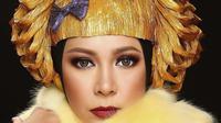 Fashion Item Melly Goeslaw dari Bahan Tak Biasa (sumber: Instagram.com/melly_goeslaw)