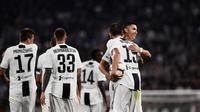 Cristiano Ronaldo merayakan gol Juventus yang dicetak Leonardo Bonucci pada laga melawan Napoli (29/9/2018). (AFP/Marco Bertorello)