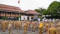 Ratusan ASN atau PNS di lingkungan Setda Garut, Jawa Barat, akhirnya kembali melayani masyarakat, setelah sepekan lingkungan Setda diisolasi, akibat penyebaran Covid-19.