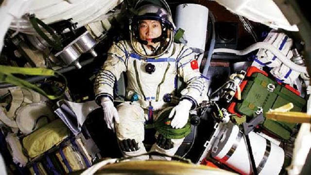 15-10-2003: China Kirimkan Astronot ke Luar Angkasa