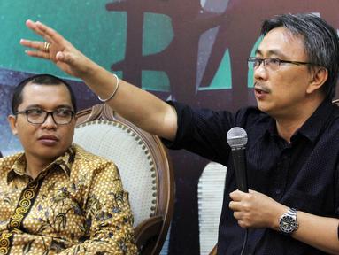 """Mantan Kepala Humas PGI Jeirry Sumampow (kanan) bersama Anggota Baleg DPR F-PPP Achmad Baidowi saat diskusi """"RUU Pesantren dan Pendidikan Keagamaan"""" di Jakarta, Selasa (30/10). Mereka menyoroti sejumlah pasal dalam RUU tersebut. (Liputan6.com/JohanTallo)"""