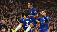 Para pemain Chelsea merayakan gol ketiga mereka ke gawang Crystal Palace. (AFP/Glyn Kirk)