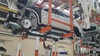 BMW X3 saat dalam proses perakitan di pabrik Gaya Motor, Sunter (Liputan6.com/Yurike)