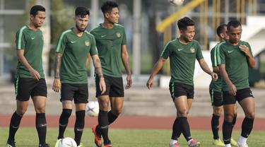 Pemain Timnas Indonesia, Stefano Lilipaly, bersama rekan-rekannya saat latihan di Universitas Kasetsart, Bangkok, Kamis (15/11). Latihan ini persiapan jelang laga Piala AFF 2018 melawan Thailand. (Bola.com/M. Iqbal Ichsan)