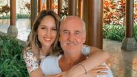 Cinta Laura sedang bersama ayahnya yang akan berulang tahun akhir September 2020 (Dok.Instagram/@claurakiehl/https://www.instagram.com/p/B_tWZ8oFG6C/Komarudin)