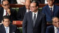 Mendiang Menteri Kesehatan Tunisia Slim Chaker (yang berdiri) (FETHI BELAID/AFP)