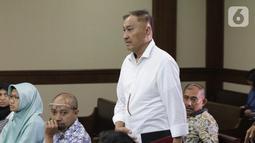 Terdakwa kasus dugaan korupsi terkait pengadaan e-KTP, Markus Nari bersiap menjalani sidang lanjutan di Pengadilan Tipikor, Jakarta, Senin (14/10/2019). Sidang beragendakan mendengar keterangan saksi-saksi. (Liputan6.com/Helmi Fithriansyah)
