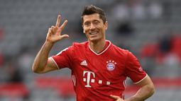 1. Robert Lewandowski (Bayern Munchen) - Pemain berusia 32 tahun ini tampil sangat mengagumkan sepanjang tahun 2020. Robert Lewandowski juga berhasil meraih penghargaan sebagai Pemain Terbaik Pria The Best FIFA Football Awards 2020. (AFP/Christof Stache/various sources)
