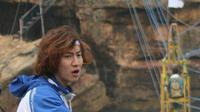 Bintang Running Man, Lee Kwang Soo, syuting di Pantai Timang, Yogyakarta. (Sumber Foto: sigit_damar/Instagram)