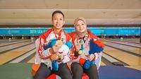 Aldila Indryati (kanan) saat mendapat medali emas di SEA Games 2019. (Istimewa)