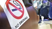 Tanda dilarang merokok pada Bus Rapid Trans (BRT) Tangerang Ayo (Tayo) saat dipamerkan pada GIICOMVEC 2020 di JCC Senayan, Jakarta, Minggu (8/3/2020). (merdeka.com/Iqbal Nugroho)