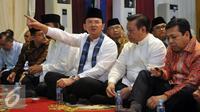 Gubernur DKI Jakarta, Basuki Tjahaja Purnama (tengah) saat menghadiri acara buka puasa bersama Partai Nasdem, Jakarta, Kamis (9/8). (Liputan6.com/Johan Tallo)