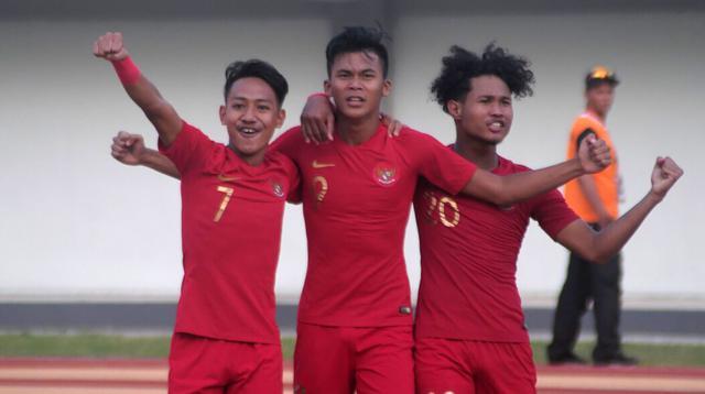 Pemain Timnas Indonesia U-19, Sutan Zico (tengah), merayakan gol ke gawang Iran di Stadion Mandala Krida, Yogyakarta, Rabu (11/9/2019). (Bola.com/Vincentius Atmaja)