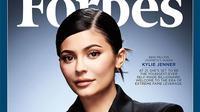 Seperti yang sudah diketahui, Kylie Jenner banyak mendapatkan kritik keras karena disebut sebagai wanita tersukses dengan usaha sendiri versi Forbes. (instagram/kyliejenner)