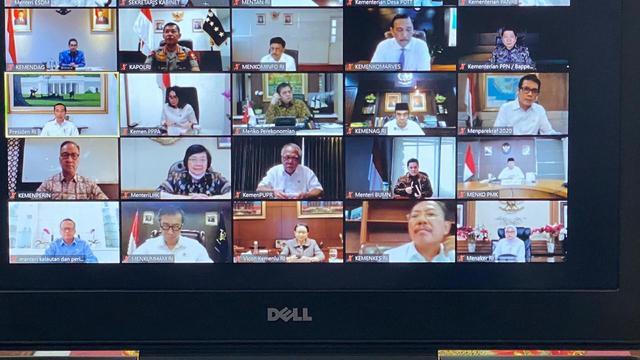 Cegah Penyebaran Virus Corona, Jokowi Gelar Rapat Kabinet Secara Virtual