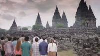 Lokasi pengambilan gambar The Philosophers berada di sejumlah tempat wisata yang terkenal di Indonesia.