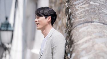 Drama Memories of the Alhambra memamerkan foto pertama Hyun Bin syuting di Spanyol. (Via Soompi)