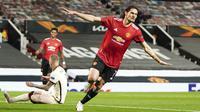 Dalam laga kemenangan Manchester United 6-2 atas AS Roma, Edinson Cavani sukses mencetak 2 gol dan 2 assist. (AP/Jon Super)